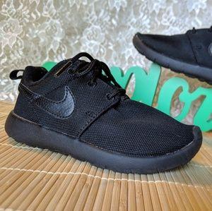 Nike Roshe Ones 💙 Child Size 11 💙 Barely Worn!